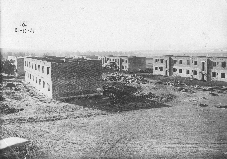 gku-ko-gako_fotofond_op_8_d_1065_l_1_stroitelstvo-kamennyh-domov-socgoroda-po-proektu-arhitektora-jernsta-maja_1931.jpg