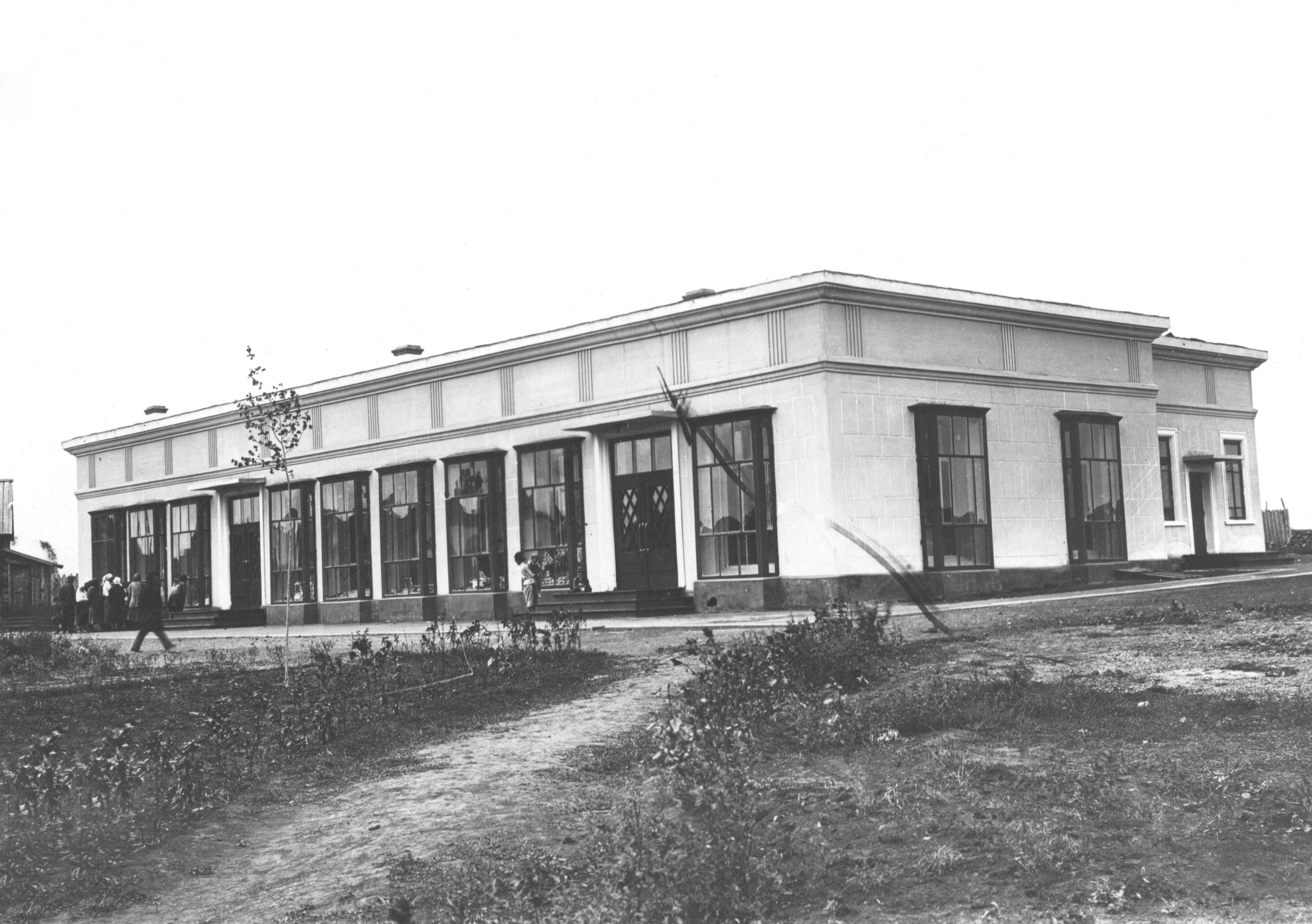 gku-ko-gako_fotofond_op_8d_d_622_l_1_prodovolstvennyj-magazin-socgoroda_postroennyj-v-seredine-1930-h.jpg