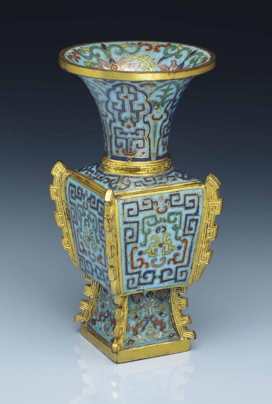 2014_NYR_02873_0612_000a_small_cloisonne_enamel_archaistic_faceted_vase_fanggu_qianlong_perio.jpg