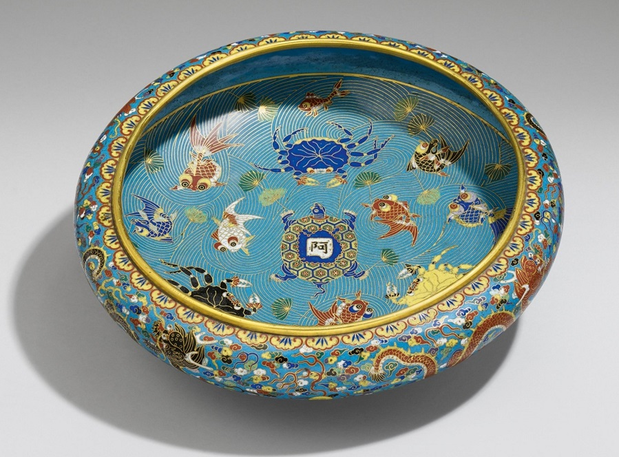 csm_Lempertz-1093-1182-Asian-Art-II-China-Tibetan-Nepalese-Art-A-shallow-cloisonne-ename_95504a735d.jpg