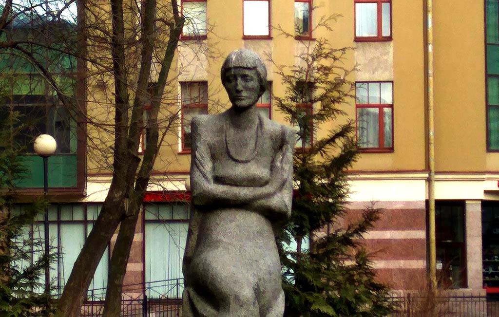 ANNA-AKMATOVA.jpg